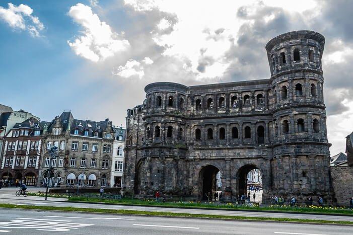 Porta Nigra in Trier von außen