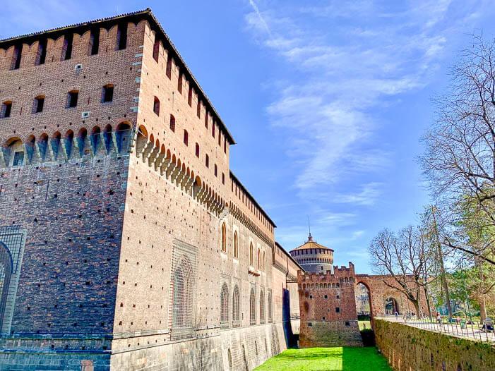 Das Castello Sforzesco eine beliebte Mailand Sehenswürdigkeit