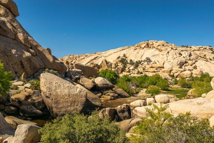 Barker Dam im Joshua Tree NP - ohne Wasser im Juni