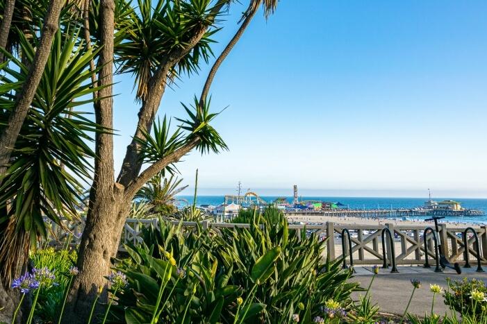 Ausblick auf den Santa Monica Pier - eine beliebte Sehenswürdigkeit in Los Angeles